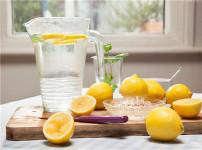 柠檬水的图片