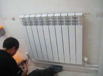 暖气片安装图片