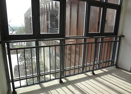 飘窗护栏安装