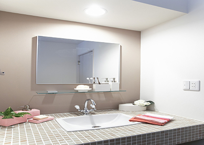 浴室镜安装