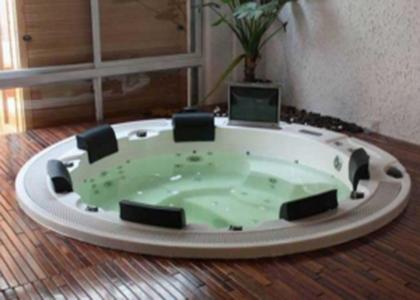 和成按摩浴缸