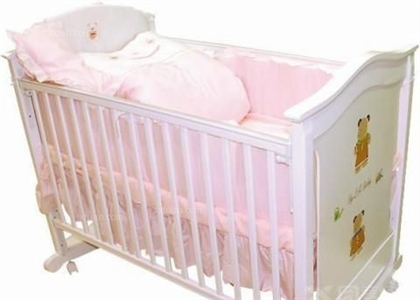 英氏婴儿床