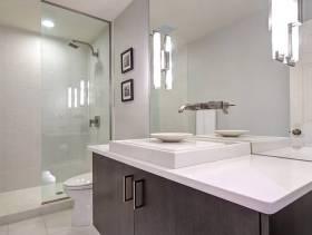 简约风格洗浴间玻璃隔断装修效果图-简约风格面盆图片