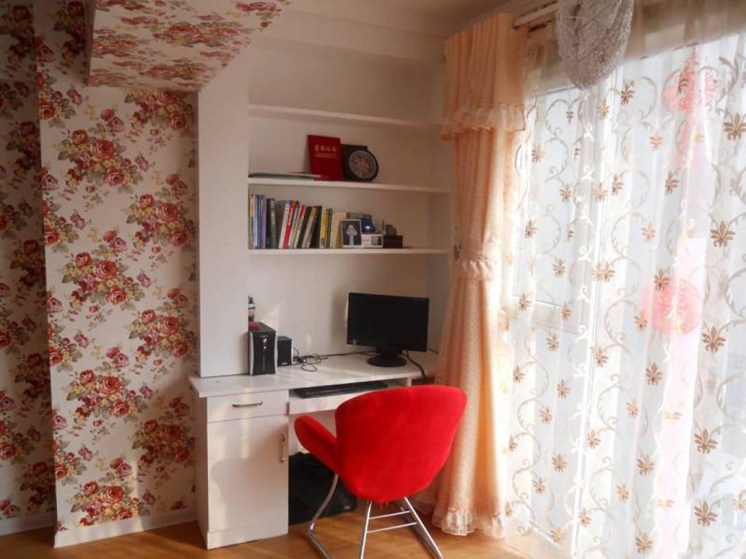 田园风格主卧室阳台窗帘装修效果图-田园风格书桌图片