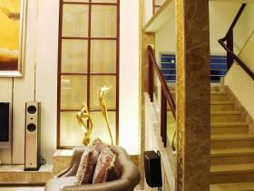 大户型简约欧式风格复式楼梯装修效果图-简约欧式风格客厅沙发图片