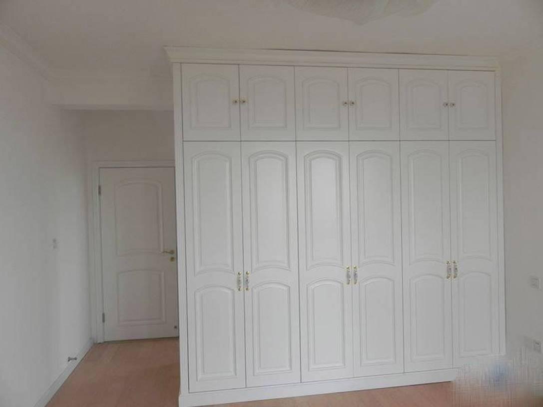 欧式风格卧室背景墙装修图片-欧式主卧衣柜图片