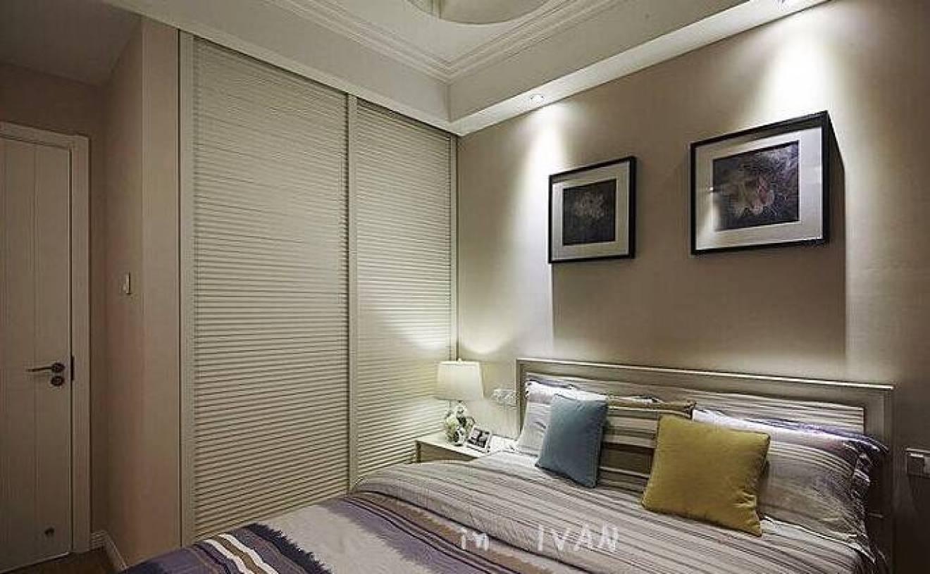 90㎡三居简约风格卧室床头背景墙装修图片-简约风格衣柜门图片