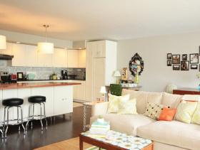 现代简约风格客厅沙发背景墙装修效果图-现代简约风格客厅家具图片