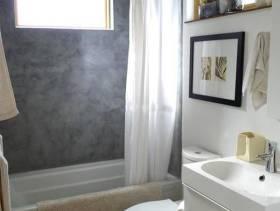 小型卫生间白色家具图片