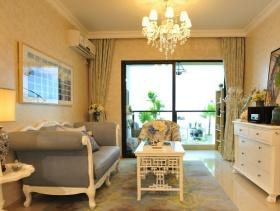128㎡三居室欧式风格客厅沙发背景墙装修效果图-欧式吊灯图片
