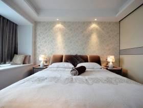 三居卧室双人床图片