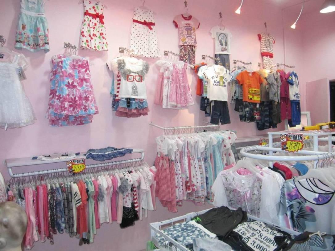现代风格童装店挂衣墙装修图片