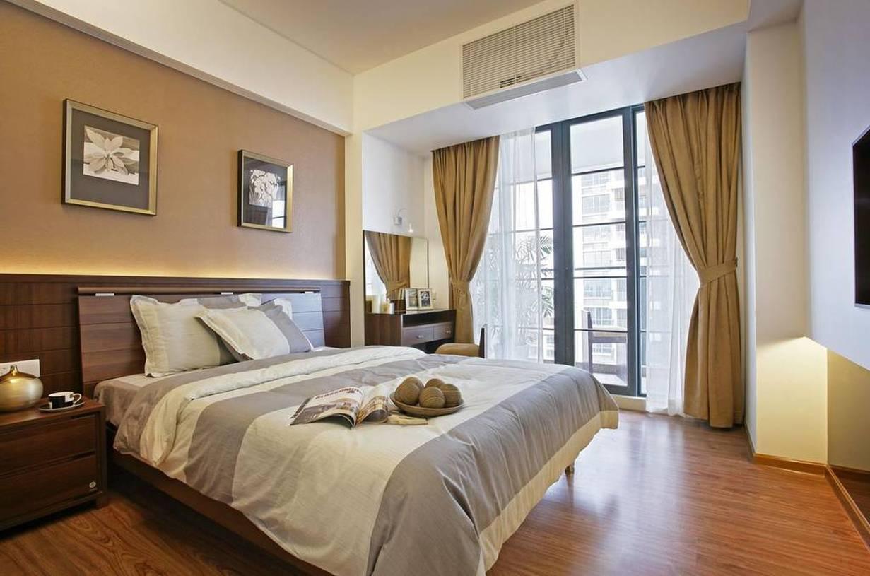 简约风格主卧室带阳台装修效果图-简约风格双人床图片