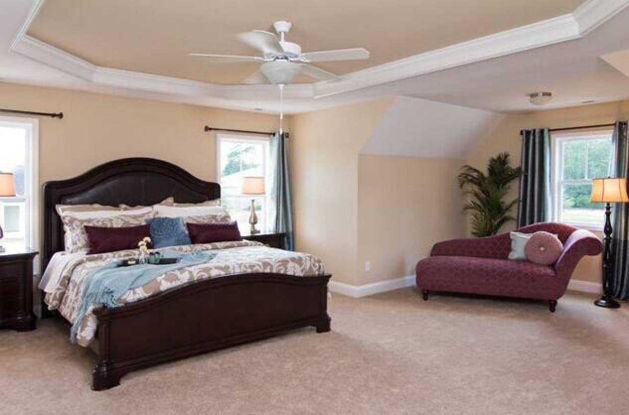 简约欧式风格小户型主卧室吊顶装修效果图-简约欧式风格实木床图片