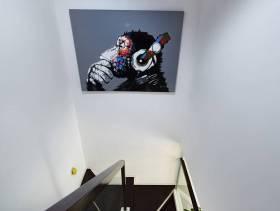 现代简约风格复式楼梯实拍图