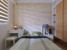 小卧室素色背景壁纸装修图片