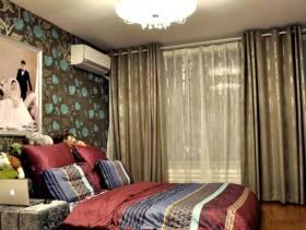 简约风格小户型卧室榻榻米床装修效果图