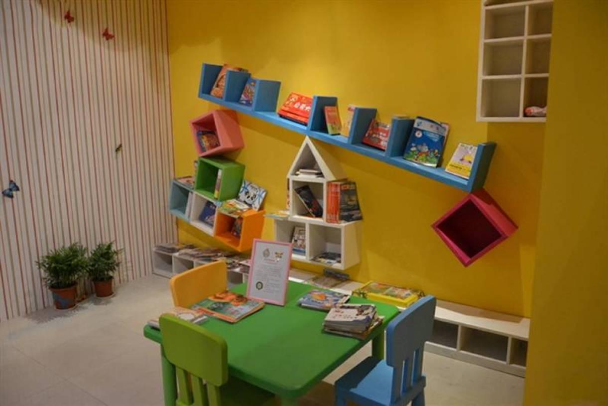 简约风格儿童房装修效果图-简约风格创意书架图片