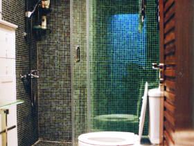 现代简约联排别墅卫生间装修图片