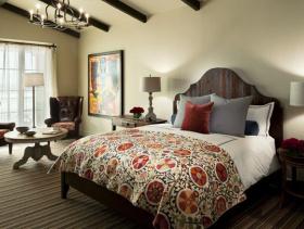 美式风格卧室背景墙装修图片-美式风格双人床图片