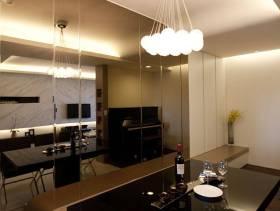 现代风格餐厅吊灯装修图片