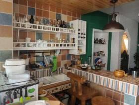 乡村风格厨房背景墙装修图片-乡村风格厨房置物架图片