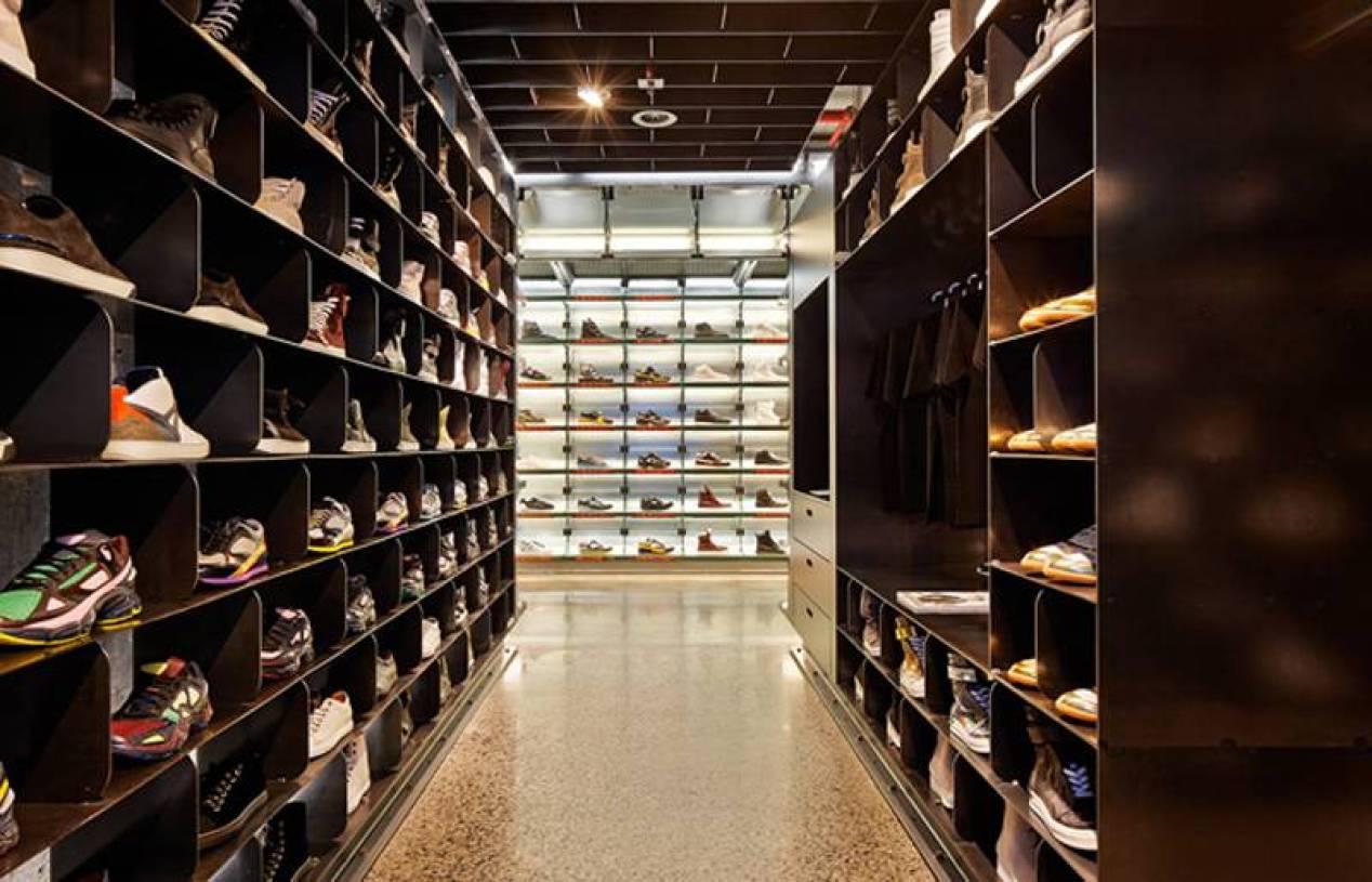 现代风格鞋店装修效果图