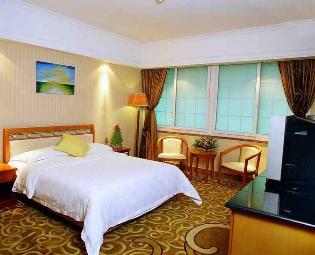 简约风格小型宾馆卧室床头背景墙装修效果图-简约风格