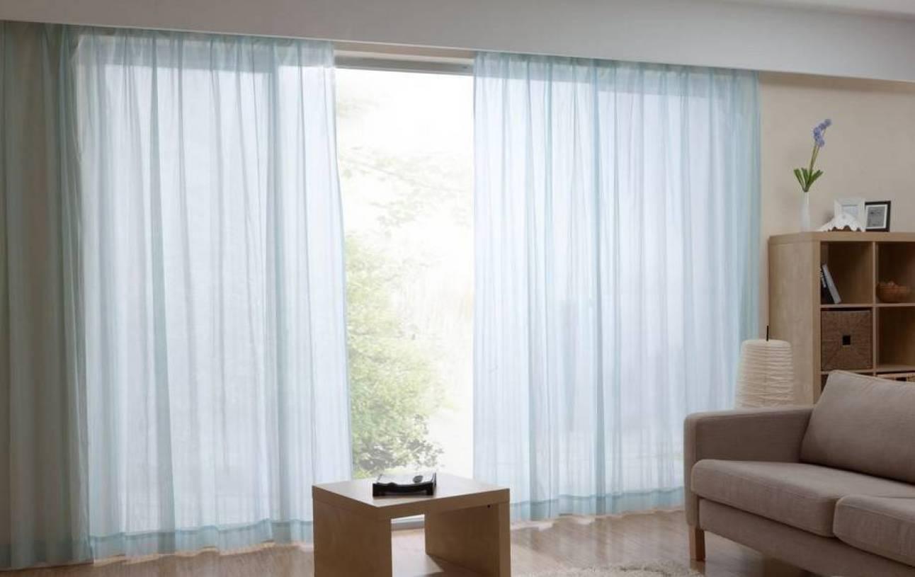 现代风格小户型客厅窗帘装修效果图-现代风格茶几图片