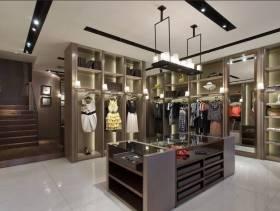 现代风格小型服装店吊顶装修图片-现代风格展柜图片