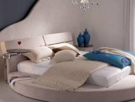 现代风格小户型卧室榻榻米床装修效果图