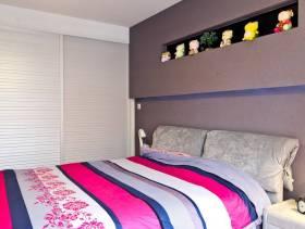 98㎡三居现代简约风格卧室床头背景墙装修图片-现代简约风格床图片