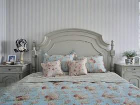 灰白色卧室实木双人床图片