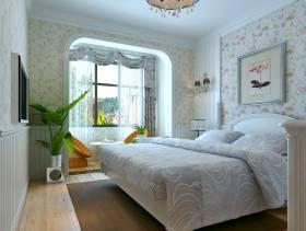 简欧风格卧室背景墙装修效果图-简欧风格双人床图片