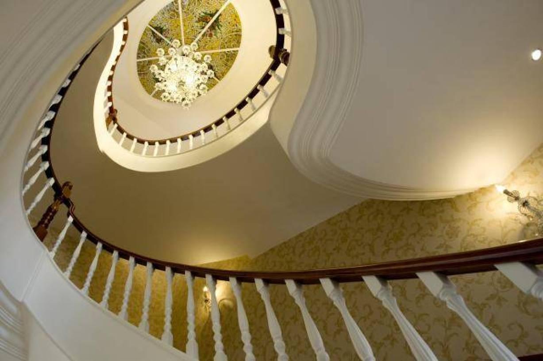 欧式风格楼梯间吊顶装修图片