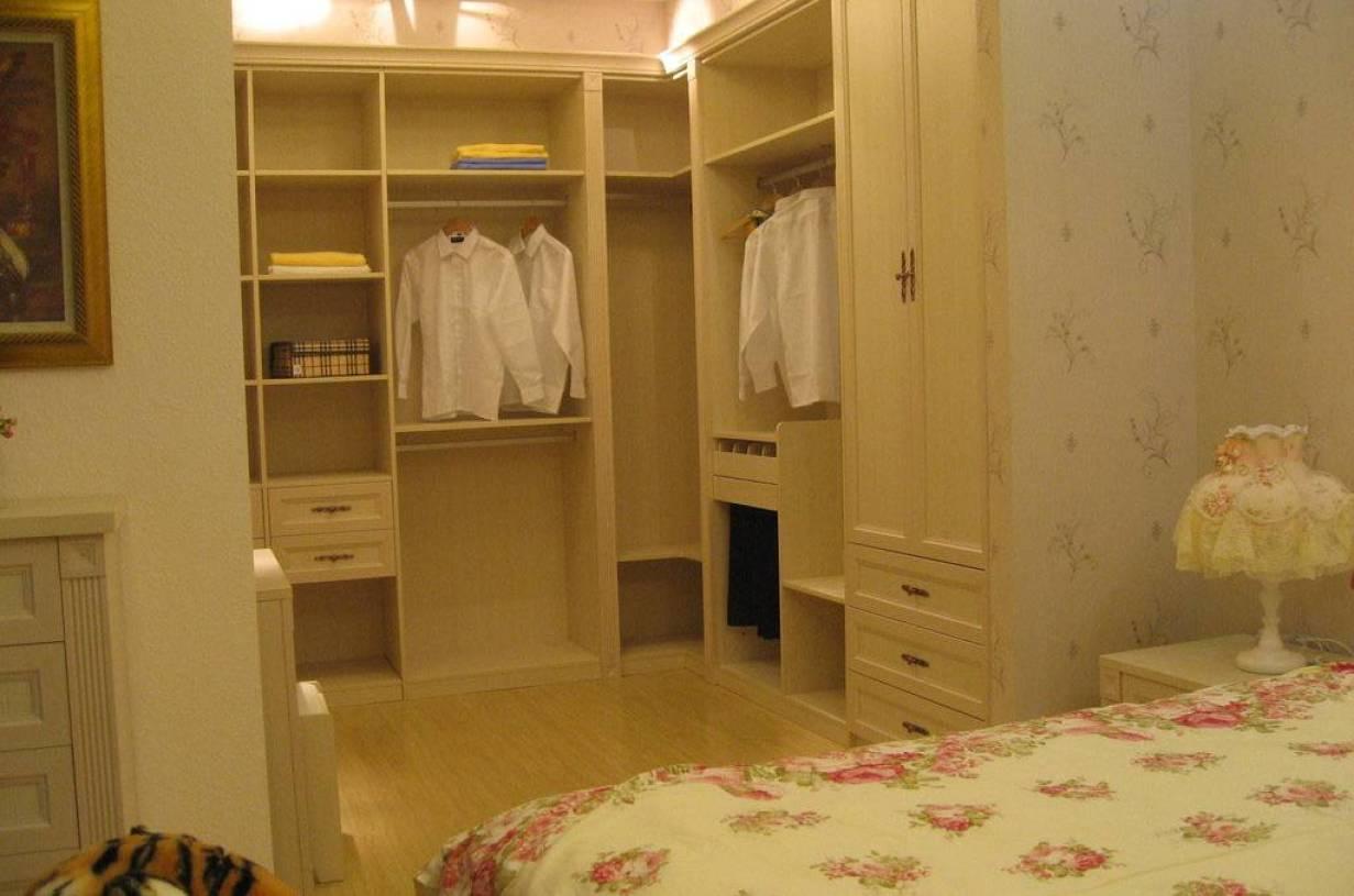 简欧风格卧室背景墙装修效果图-简欧主卧衣柜图片