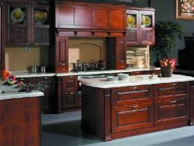 美式古典风格厨房装修效果图,美式古典风格桃花芯木橱柜图片