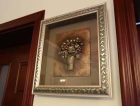 美式风格厨房门处的挂画装修图片