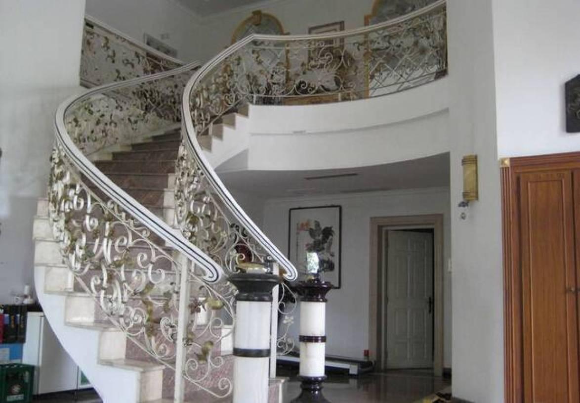 简约欧式风格铁艺楼梯扶手装修图片-兔狗装修效果图