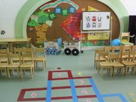 简约风格幼儿园墙面装饰图片