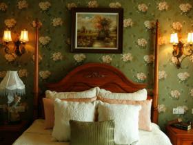 美式乡村风格卧室背景墙装修图片-美式乡村风格床图片