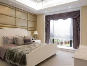 欧式风格卧室床头背景墙装修效果图-欧式风格双人床图片