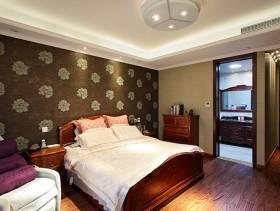 大户型卧室背景墙纸装修图片