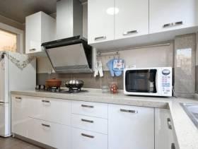 简约风厨房白色橱柜图片