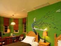 家装彩绘中墙体彩绘机和手工彩绘有哪些区别?