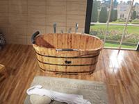 三种材质做的实木浴桶,泡澡哪个更舒服?