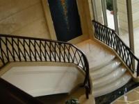 旋转楼梯怎么选?和小编一起来看看吧