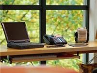 打造完美书房:你不得不知道的书桌摆放位置的禁忌