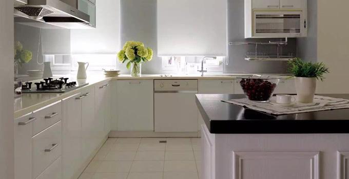 装修厨房多少钱?  6㎡的厨房装修一万够吗?