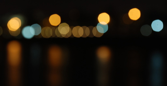 霓虹灯的特点5,工作限制    霓虹灯因其冷阴极特性,工作时灯管温